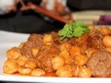 Mtewem (viande à l'ail en sauce rouge)