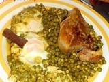 Ragout à l'agneau, petits pois et œufs