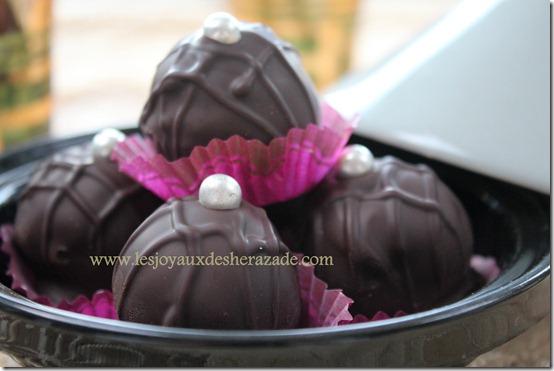 chocolat noir, pate d'amande