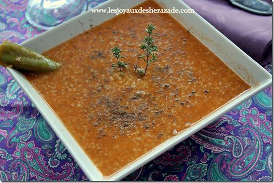 Soupe à la semoule d'orge et au thym (hrira tchicha be zaatar)