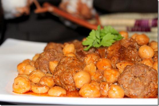 Mtewem sauce rouge / plat algérien