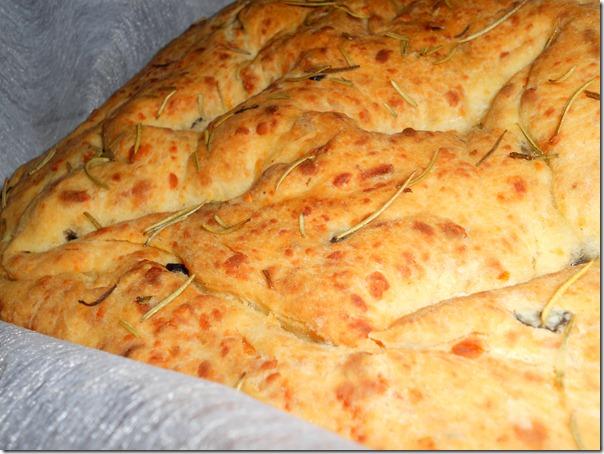 Pain italien - fougasse aux olives -