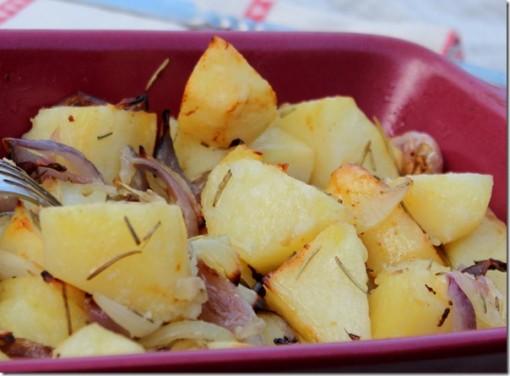 Pommes de terre rôties aux oignons rouges