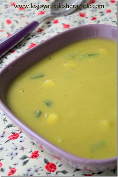 soupe aux courgettes et aux pois cassés