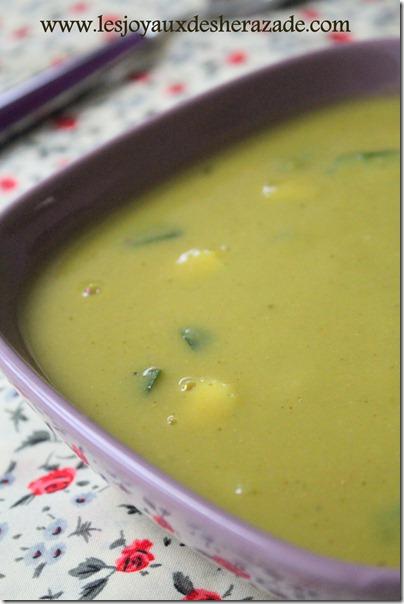 soupe aux pois cassés et aux courgettes