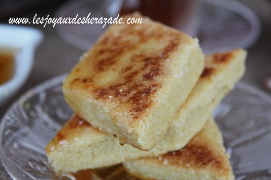 Mbesses, gâteau algérien à la semoule