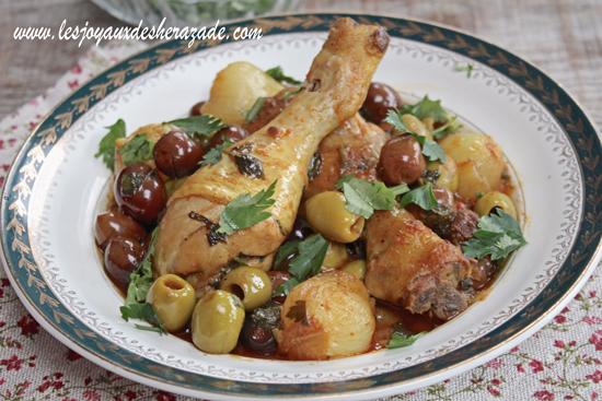 Tajine de poulet aux olives et petits oignons