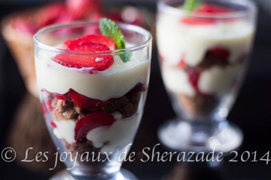 Crème et fraises façon crumble