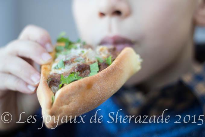 pizza pide à la viande hachée