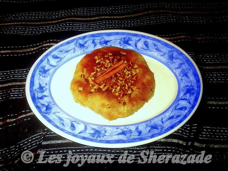 R'zima - (Tourte feuilletée au poulet et noix)