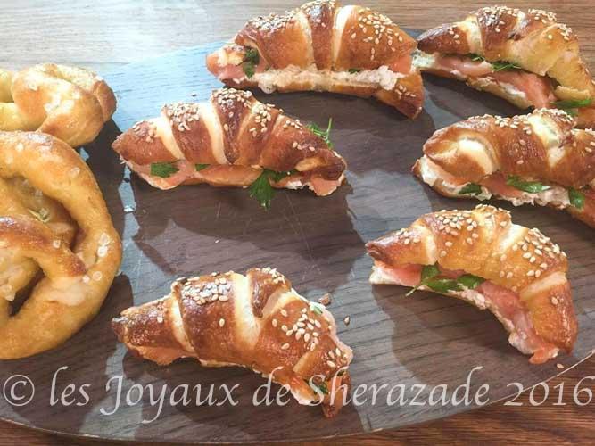 Croissants façon bretzels au saumon fumé