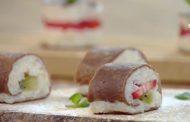 Maki et sushi au riz sucré et fruits