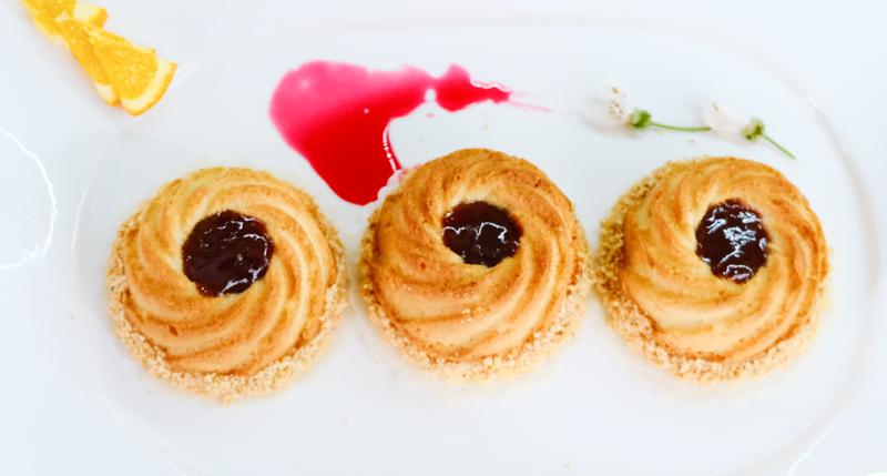sablés couronnés à la crème d'amandes